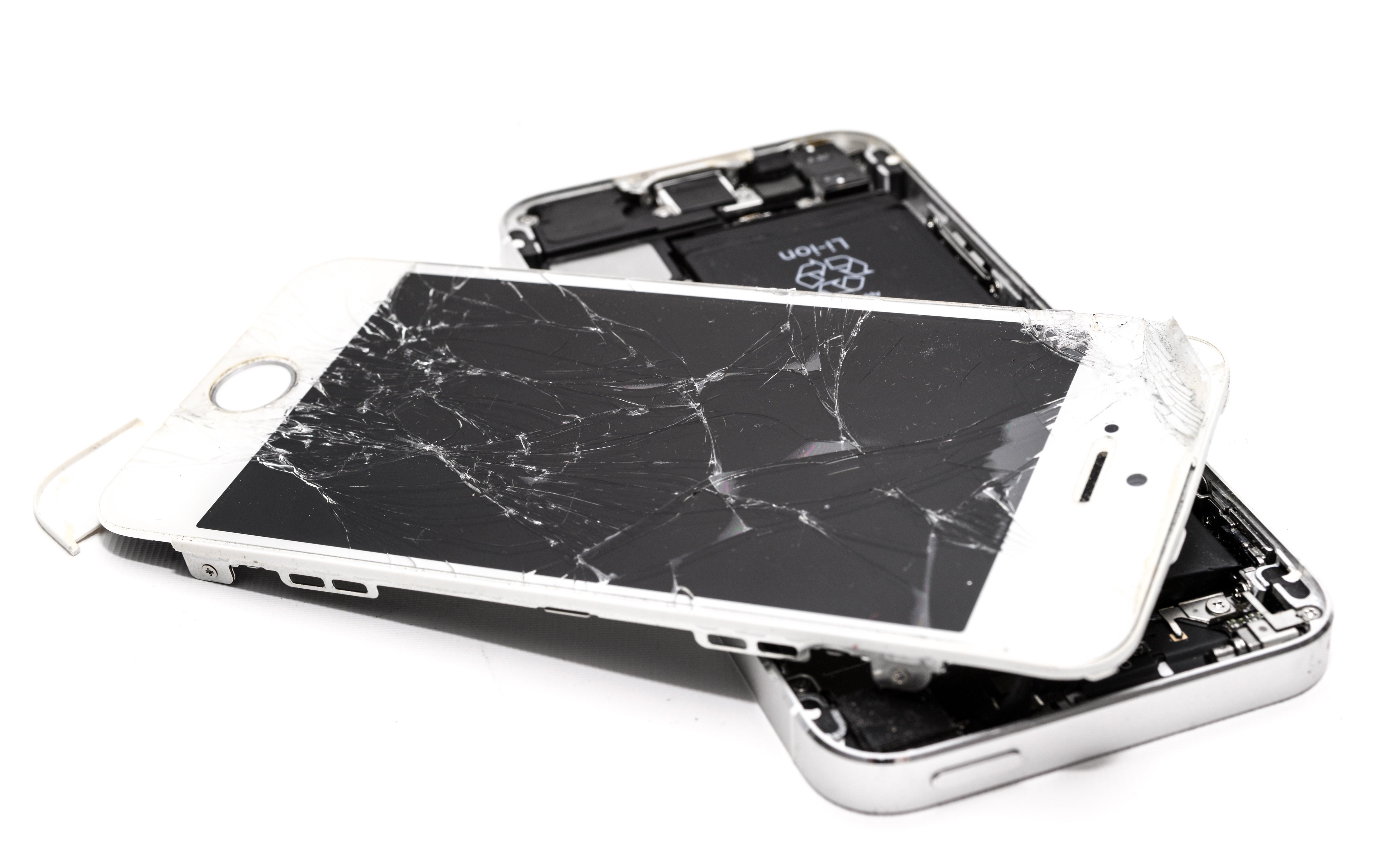 accident-broken-cellphone-1388947